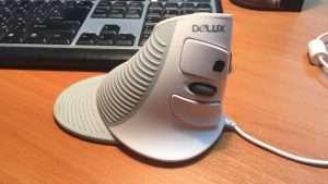 Вертикальная компьютерная мышь Delux M618