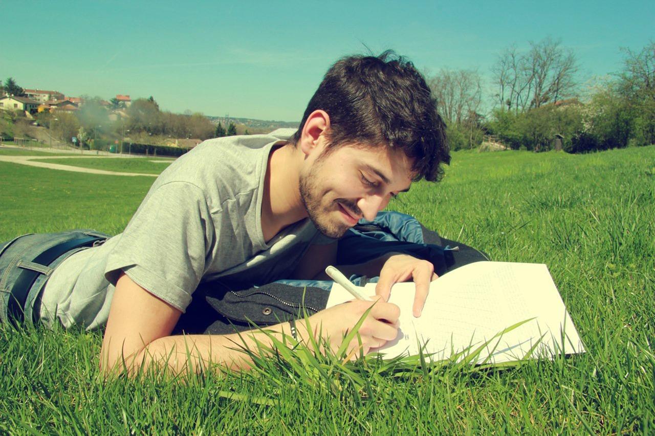 Как зарабатывать на написании стихов и песен